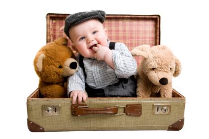 organizar as malas com o enxoval de bebê