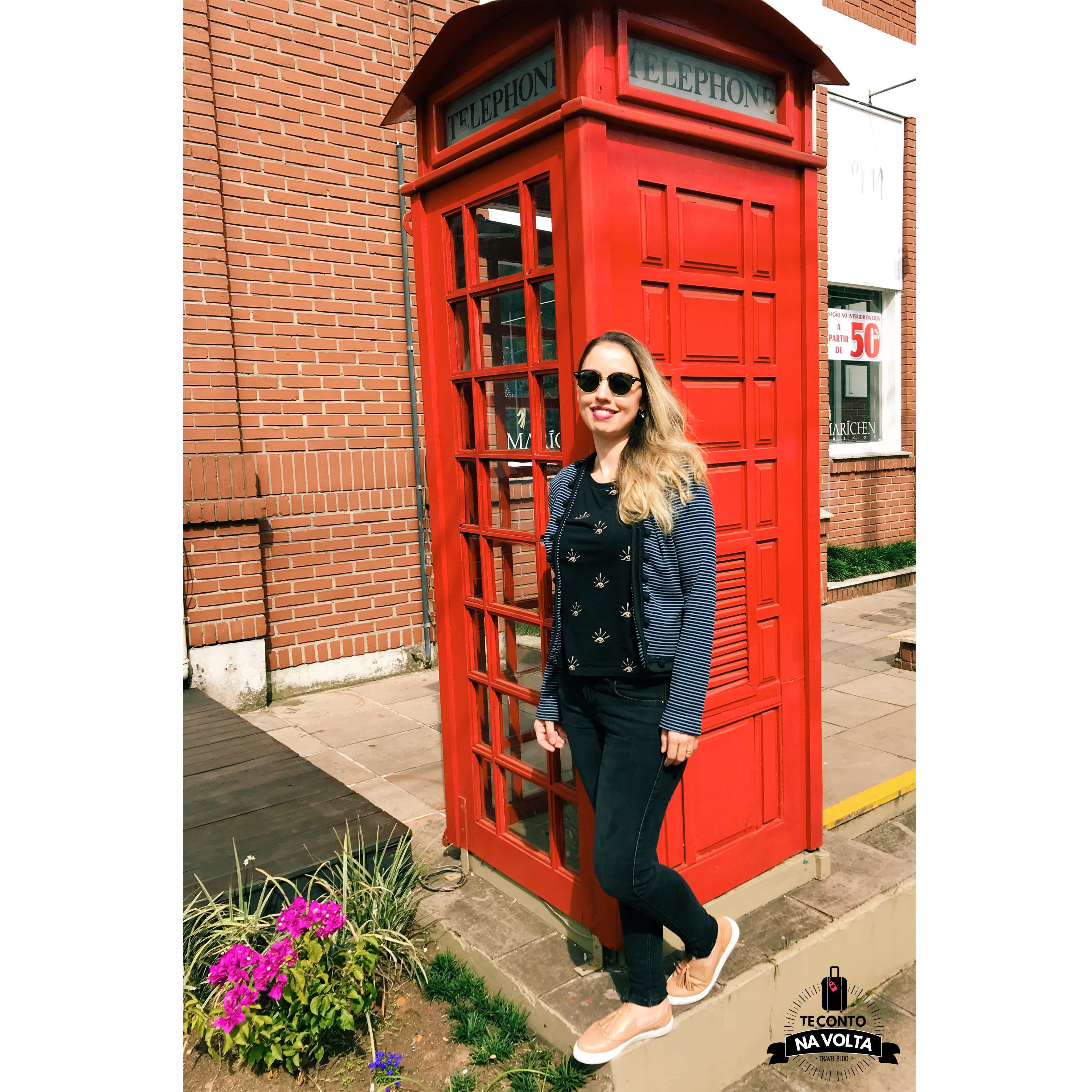 cabine telefônica inglesa gramado